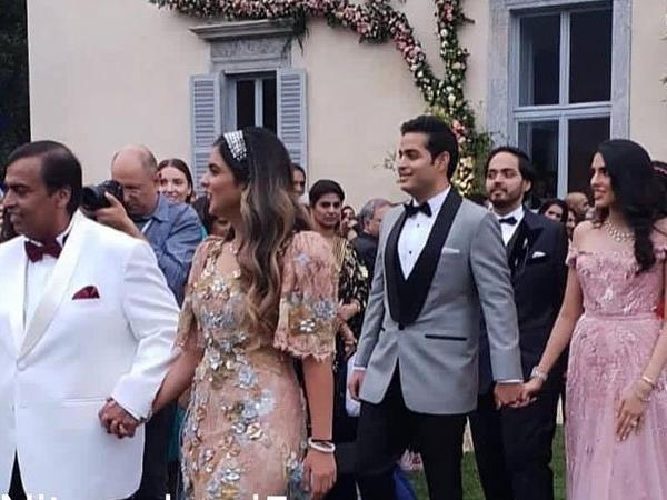 Mukesh Ambani walking Isha down the isle